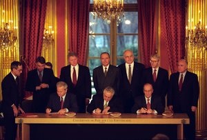 Signature des accords de Dayton-Paris, 14 décembre 1995 - JPEG